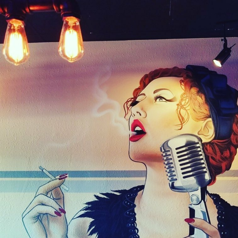 mural of roaring twenties flapper